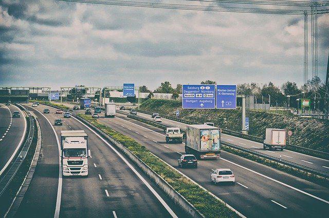 Konturmarkierungen für LKWs für mehr Sicherheit