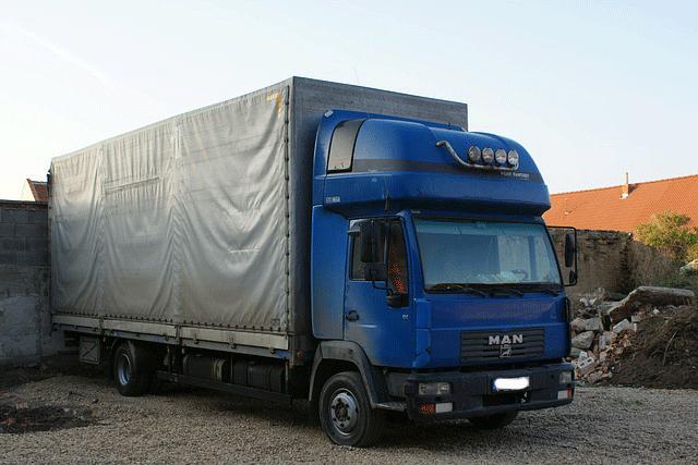 Reflektierende Konturmarkierungen für LKW mit Planenaufbau