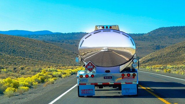 Konturmarkierung auf Tankwagen